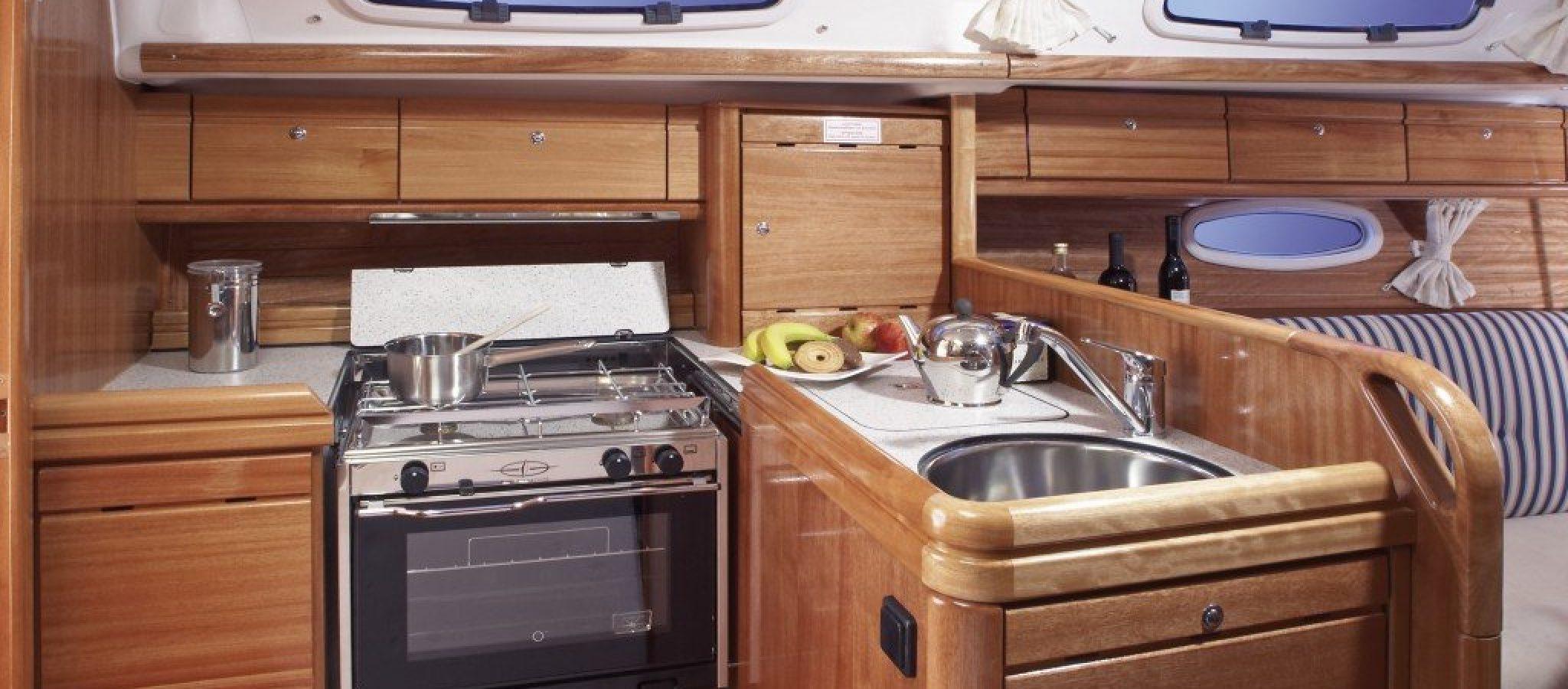 Bavaria 33 cruiser cuisine