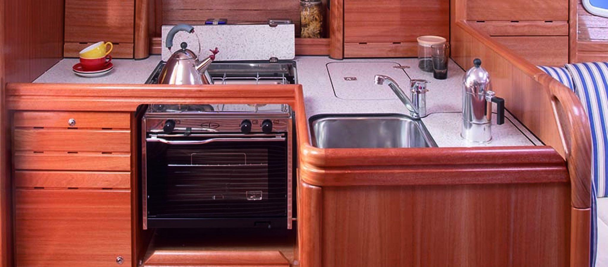 Bavaria 37 cruiser cuisine