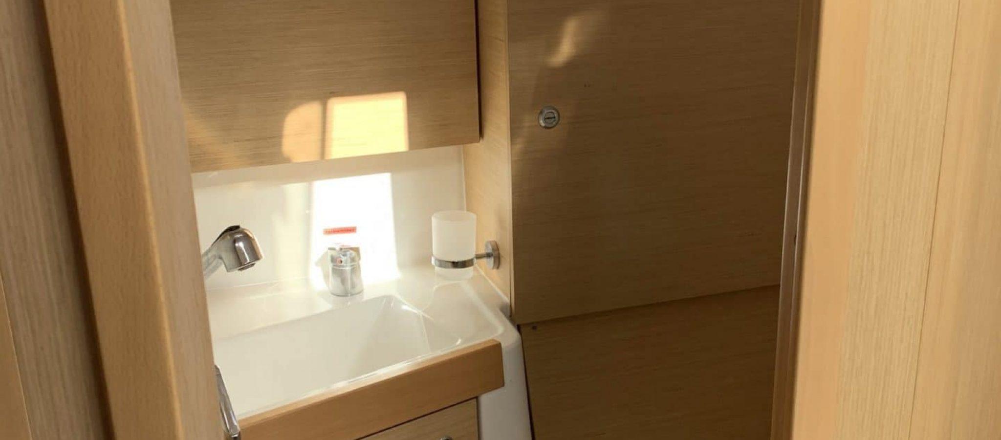 Oceanis 35.1 toilette